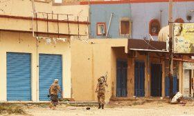 ليبيا: الحكومة تستعيد السيطرة على مطار طرابلس وتحاصر عناصر حفتر داخله… وإعادة فتح المجال الجوي