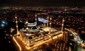 بالابتهالات وتلاوة القرآن.. الأتراك يحيون ليلة النصف من شعبان