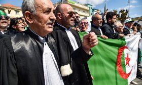 الجزائر: محامون يقاطعون المحاكم رفضا لانتخابات الرئاسة