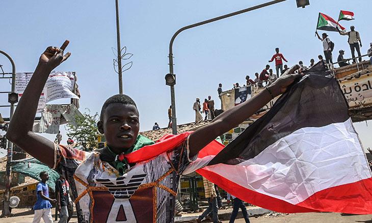 هل سيسلم العسكر السلطة إلى المدنيين في السودان؟