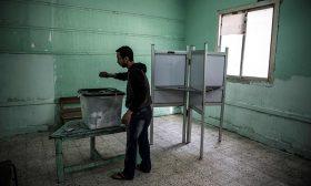 انتهاء التصويت على التعديلات الدستورية في مصر وبدء الفرز باللجان