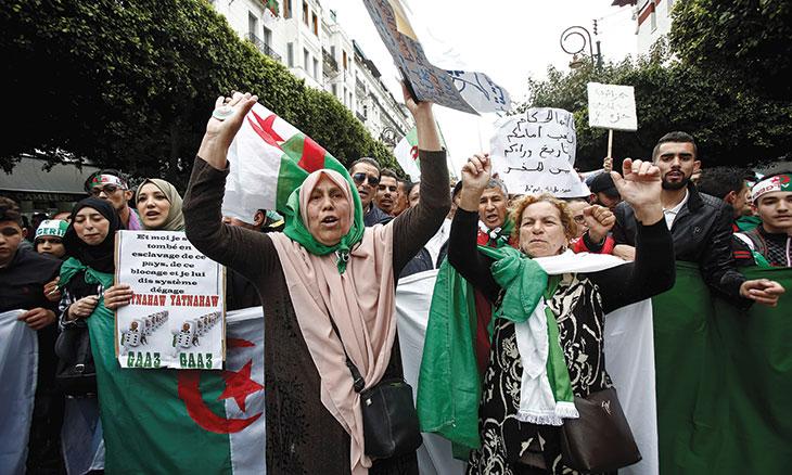 الجزائر: استمرار الحراك والسلطة تلعب على الوقت لإخماد ثورته