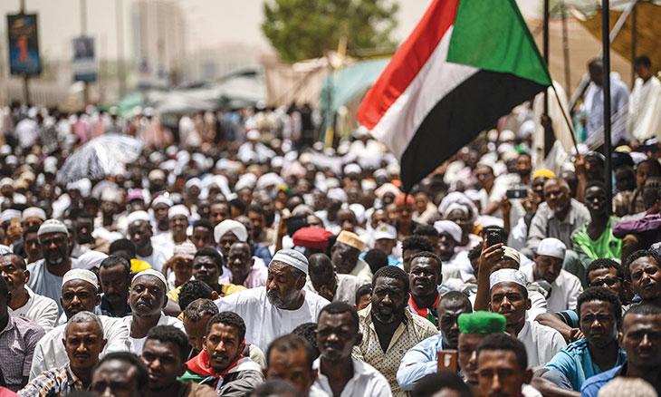السودان: انتفاضة متواصلة وأخطار محدقة