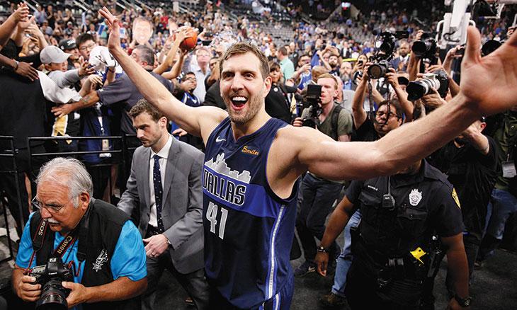 نوفيتسكي… رحيل أسطورة دوري السلة الأمريكي بعد عقدين من الابهار