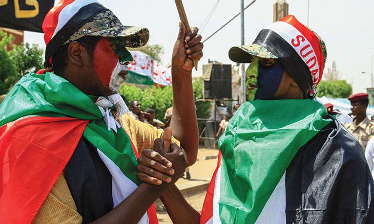 خرج البشير بعصاه السحرية ورقصاته وترك سودانا رهنا لثورة غير مكتملة وقوى خارجية تتربص