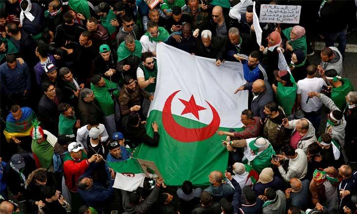 المؤسسة العسكرية والاحتكارات الأيديولوجية في الجزائر… قراءة هادئة في أوهام ثلاثة