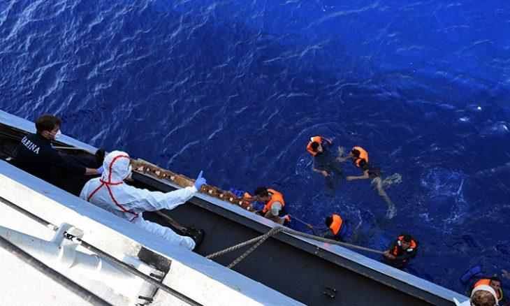 البحرية الإيطالية وسفينة إنقاذ خاصة تنقذان عشرات المهاجرين قبالة السواحل الليبية