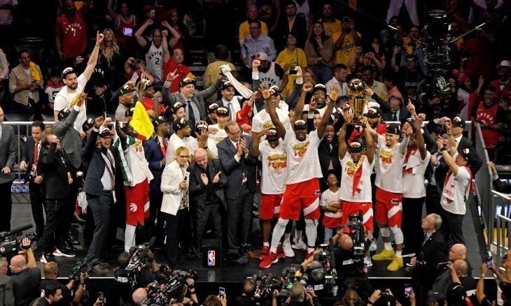 تورونتو رابتورز ينهي هيمنة وريورز ويحقق لقب دوري السلة الأمريكي لأول مرة