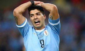 سواريز يطالب بركلة جزاء بعد لمسة يد من حارس تشيلي- (فيديو)