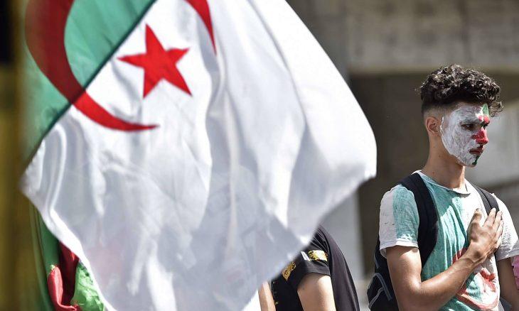 9 طائرات عسكرية لنقل جماهير الجزائر إلى القاهرة لحضور نهائي أمم إفريقيا