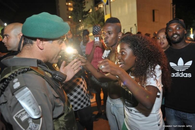 التناقضات في الكيان العنصري المسمى اسرائيل اشتباكات كادت تتحول لحرب صور موقع إضاءات الإخباري