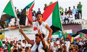 من حركة احتجاج إلى بدء عملية انتقالية: ثمانية أشهر من التطورات المتسارعة في السودان