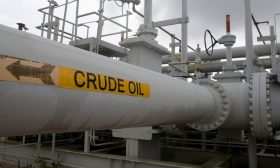 أسعار النفط تواصل الهبوط بفعل تخوفات من تباطؤ اقتصادي عالمي