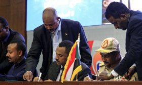 """ترقب قبيل إعلان تشكيلة المجلس السيادي في السودان غداة توقيع """"الوثيقة الدستورية"""""""