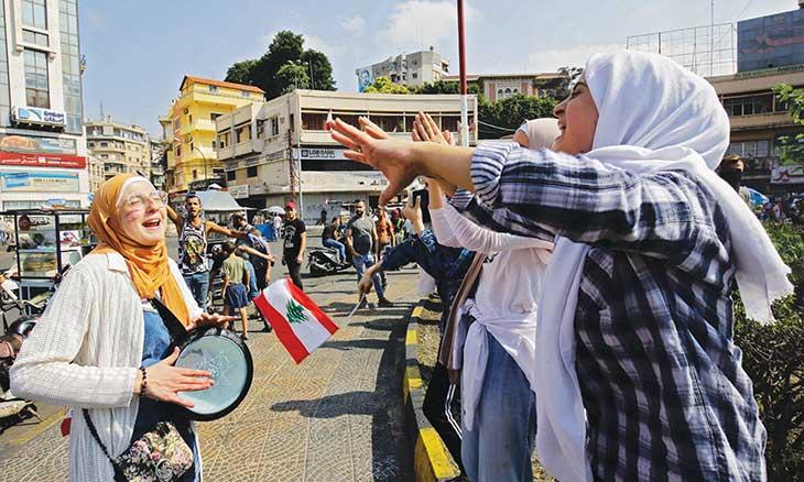 لبنان: «اصلاحات» الحريري تصطدم بتصعيد دعوات اسقاط النظام والجيش يتصدى لموكب دراجات نارية لأنصار «حزب الله» و«أمل» ضد الحراك