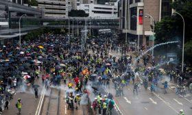 """الصين تتهم شركة """"آبل"""" بمساعدة المحتجين في هونغ كونغ"""