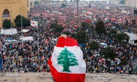 الغارديان: الناس غاضبون في لبنان على الساسة اللصوص