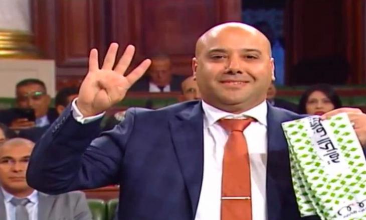 """شعار """"رابعة"""" يفتتح جلسات البرلمان التونسي.. ونشطاء يستنكرون"""