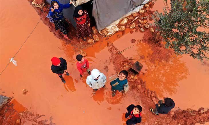 سقوط المزيد من الضحايا الأطفال بقصف الحلف الروسي – السوري… و100 ألف سوري في العراء