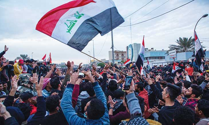 «مليونية» شعبية عراقية ترفض الوصايتين الإيرانية والأمريكية… والسيستاني: البلد يحكمه أبناؤه ولا دور للغرباء  منذ 3 ساعات العراق-3-730x438