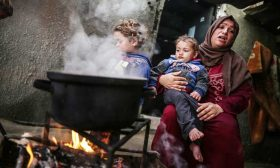 الفقر والمطر يحاصران عائلة صبح في شمال غزّة
