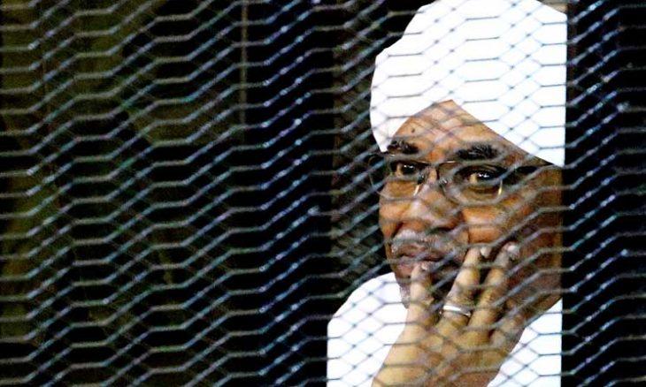 """السودان.. استدعاء البشير في بلاغ """"غسيل أموال وثراء مشبوه"""""""