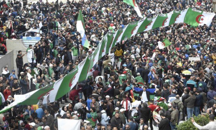الجزائر: مظاهرت حاشدة لليوم الثاني في ذكرى الحراك..والشرطة تمنع وصولها للرئاسة ـ (فيديوهات)