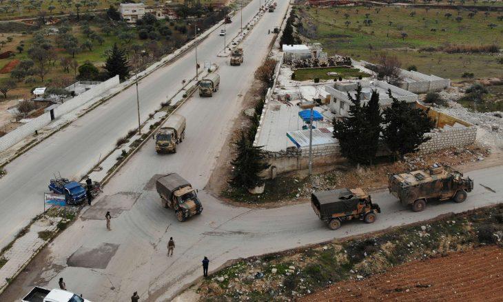 مقتل جندي تركي بهجوم للنظام السوري في إدلب.. وأنقرة ترد بتدمير 21 هدفا للنظام