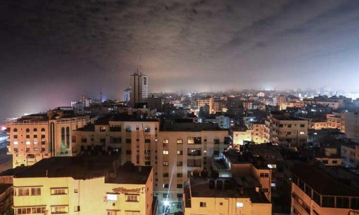 إسرائيل تتراجع بعد يوم واحد عن إجراءات تخفيف الحصار وتقصف مواقع المقاومة والوسطاء يواصلون تحركات تثبيت التهدئة