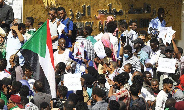 تحديات متبقية من الوثيقة الدستورية تجعل الشارع السوداني ملتهبا