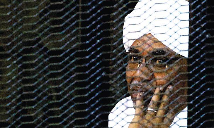 """سودان ما بعد البشير """"الديمقراطية"""" في خدمة العسكر"""