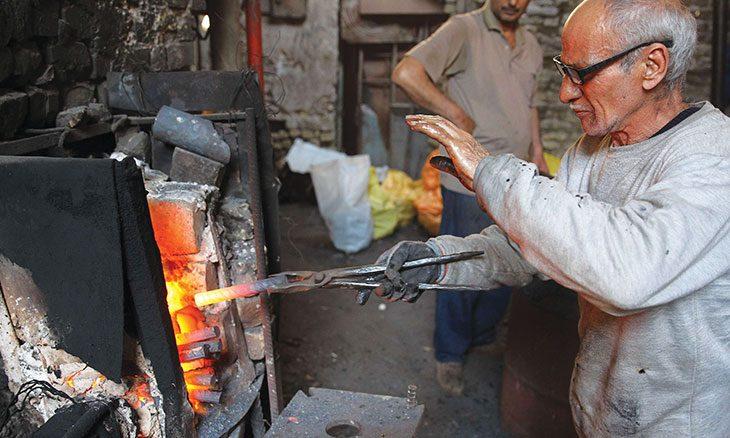 الصناعات الاستخراجية ثروات العراق المهدورة