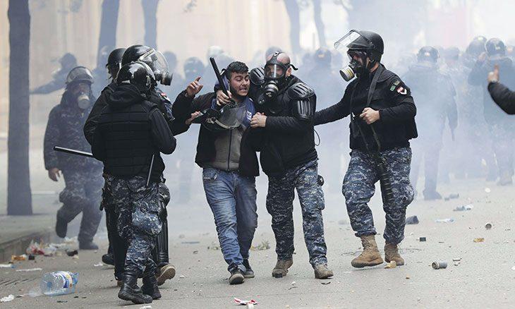 لبنان: سياسة الهروب إلى الأمام لا تحميها القوة المسلحة ولا اعتقال الناشطين