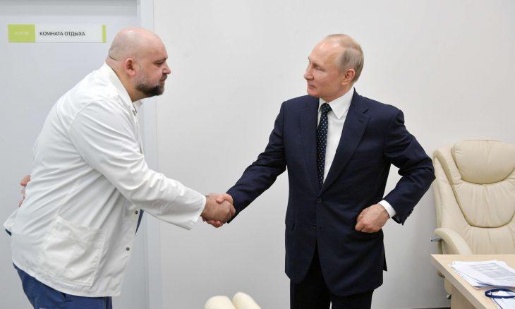 إصابة طبيب رافق بوتين في جولة بالمستشفى بكورونا- (صور)