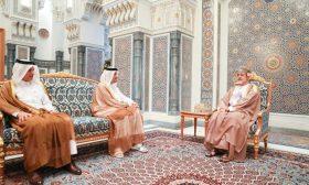 بعد لقائه سلطان عُمان.. وزير خارجية قطر يسلم أمير الكويت رسالة