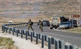 تصاعد التوتر في الأراضي المحتلة: الاحتلال يقتل شابا ويُبعد خطيب الأقصى