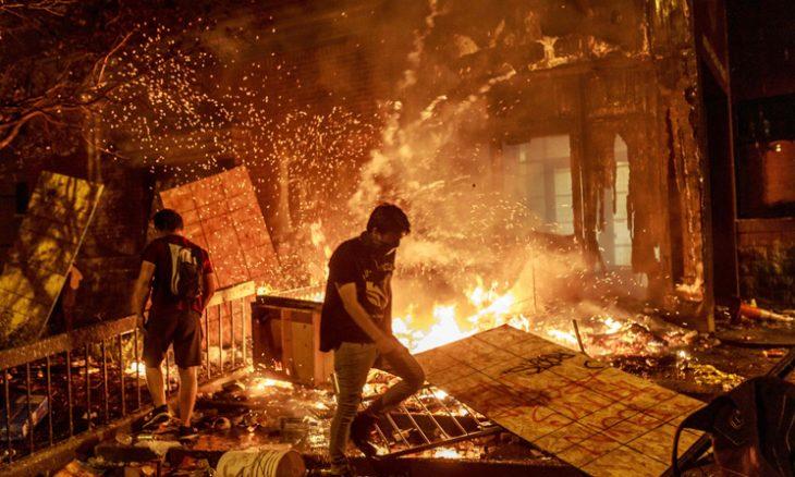 """احتجاجات عنيفة وعمليات نهب في أمريكا وترامب يهدد بقتل """"البلطجية""""- (فيديوهات)"""