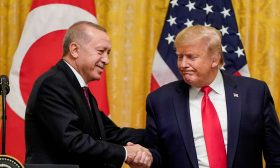 أردوغان وترامب يتناولان الشأنين الليبي والسوري في محادثة هاتفية