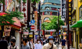 اليابان ترفع قيود الحجر الصحي وتفتح ثالث أكبر اقتصاد في العالم