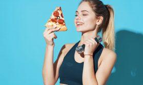 هذا هو السر وراء تناول البعض ما يرغبون من طعام دون زيادة وزنهم