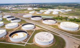 أسعار النفط تنخفض مع تنامي التوتر بين الصين وأمريكا