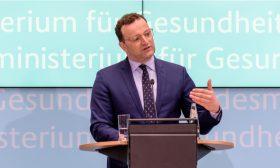 وزير الصحة الألماني: ليس هناك معلومات حقيقية عن خطورة العدوى بفيروس كورونا لدى الأطفال