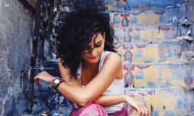 فنانة فلسطينية تشارك في نسخة جديدة من أغنية المقاومة الإيطالية مع ستة فنانين من العالم
