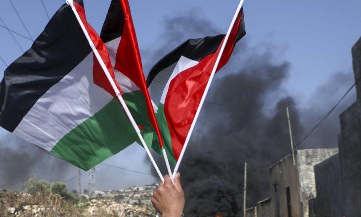 عدد كبير من قادة الرأي الفلسطينيين يطالبون بانتخاب مجلس وطني لإعادة بناء منظمة التحرير
