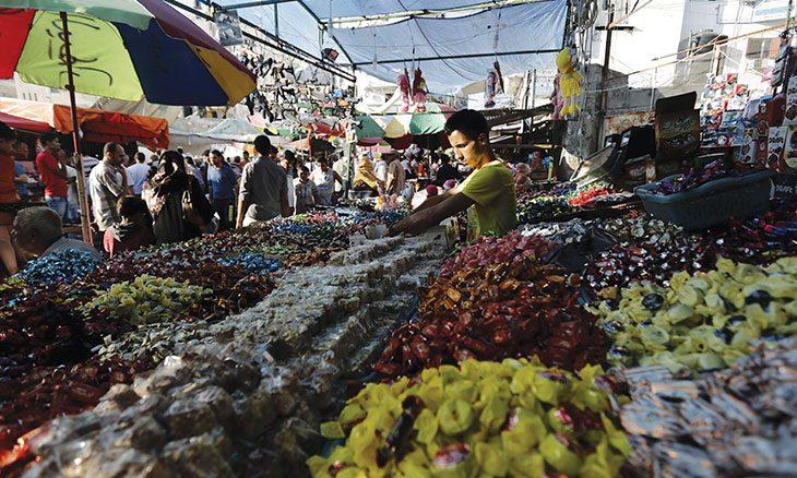 غزة: العملات التالفة والقديمة تهدد علاقة المواطن بالتاجر