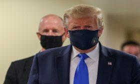 ترامب يظهر بكمامة للمرة الأولى خلال زيارة لمنشأة طبية عسكرية