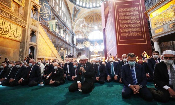 """بحضور أردوغان.. إقامة أول صلاة جمعة في """"آيا صوفيا"""" بعد 86 عاما"""