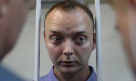 """سجال أمريكي روسي على """"تويتر"""" على خلفية توقيف صحافي في موسكو- (صور)"""