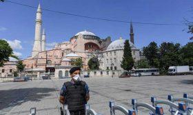 وضع آيا صوفيا مصدر توتر جديد بين اليونان وتركيا