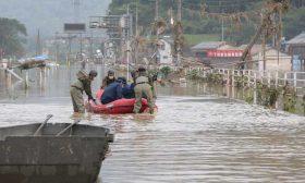 السلطات اليابانية تأمر بإجلاء 1,2 مليون شخص بعد أمطار أودت بحياة 49 شخصا
